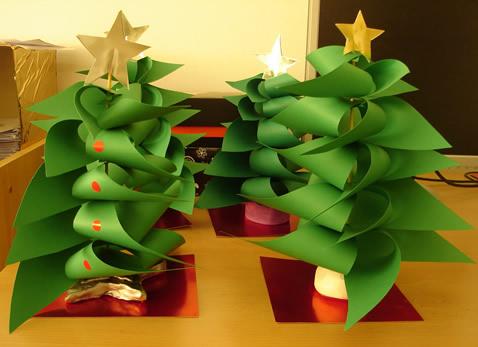 http://pcsantjosep.wordpress.com/2011/11/23/lescola-rosa-sensat-participa-a-la-decoracio-dun-arbre-de-nadal-al-tomb-de-reus/